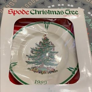 Spode  Christmas 1989 plate unused or opened
